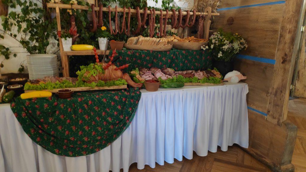 wesela stół wiejski